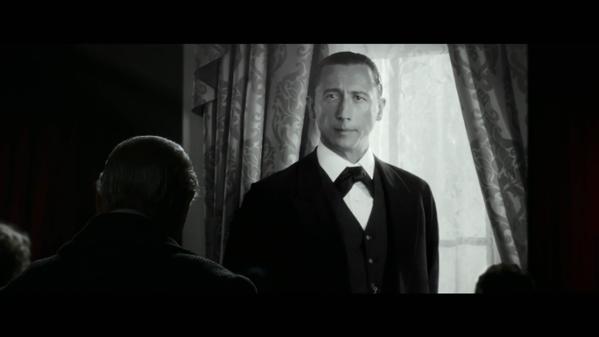 Nicholas Rowe (El Secreto de la Pirámide) interpretando a Sherlock frente al «auténtico» Sherlock